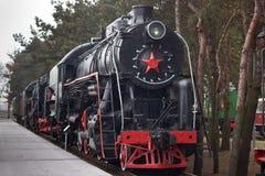 Uitstekende stoomlocomotief met rode ster royalty-vrije stock afbeelding