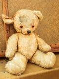 Uitstekende teddybeer met oude koffers Royalty-vrije Stock Foto