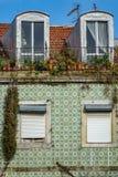 Uitstekende tegelvoorgevel in Lissabon Royalty-vrije Stock Foto's