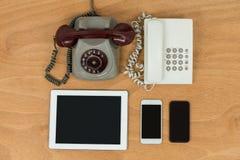 Uitstekende telefoon, moderne telefoon, digitale tablet en mobiele telefoons Royalty-vrije Stock Foto's