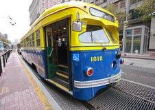 Uitstekende tram in de dienst op de lijn van de Markt van F Stock Foto