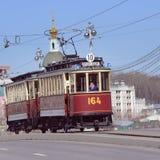 Uitstekende tram op de stadsstraat Royalty-vrije Stock Afbeelding