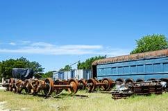 Uitstekende Treinauto en Delen in Railyard Stock Foto's