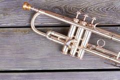 Uitstekende trompet met het knippen van weg stock afbeeldingen