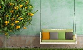 Uitstekende tuinschommeling Stock Foto's