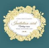 Uitstekende uitnodigingskaart met hand getrokken rozen Stock Afbeelding