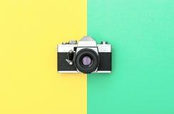 Uitstekende van de camerakleur Retro stijl als achtergrond Minimalistic Royalty-vrije Stock Foto's
