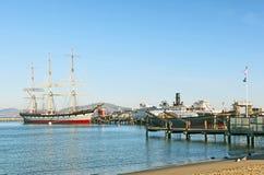 Uitstekende varend schip 1886, van Balclutha en van 1914 de sleepbootboot van het peddelwiel Royalty-vrije Stock Foto's
