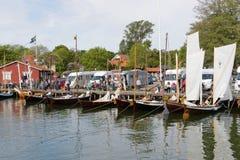 Uitstekende varende schepen vóór het begin Stock Foto