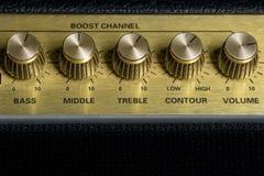 Uitstekende versterker vijf knoppen horizontale close-up, de studiomateriaal van de muziekopname, de ruimte van het bodemexemplaa royalty-vrije stock foto