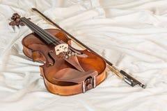 Uitstekende viool op doek Stock Foto's