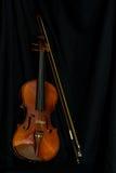 Uitstekende viool in zwarte Stock Afbeelding
