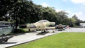 Uitstekende vliegtuigen bij Koninklijk Thais Luchtmachtmuseum stock footage