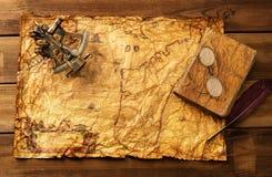 Uitstekende voorwerpen op kaart Stock Foto's