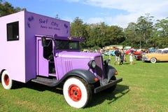 Uitstekende vrachtwagen. HET DE NOSTALGIEfestival VAN GARTERBELTS EN VAN DE BENZINE Royalty-vrije Stock Foto