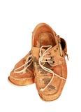 Uitstekende vuile geïsoleerde schoenen royalty-vrije stock afbeeldingen