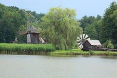 Uitstekende windmolens Stock Foto
