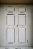 Uitstekende witte deuren Royalty-vrije Stock Fotografie