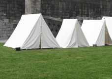 Uitstekende witte militaire tenten Royalty-vrije Stock Foto