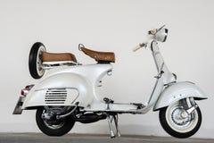 1964 uitstekende witte Vespa Royalty-vrije Stock Foto's