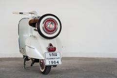 1964 uitstekende witte Vespa Stock Afbeelding