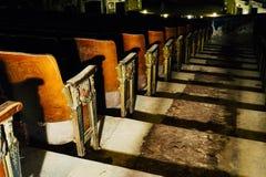 Uitstekende Zetels - Verlaten Verscheidenheidstheater - Cleveland, Ohio royalty-vrije stock afbeelding