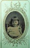 Uitstekende zwart-witte foto van een Victoriaans meisje 1880s - de jaren 1900 royalty-vrije stock afbeeldingen