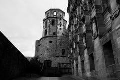 Uitstekende zwart-witte mening van een kasteel, royalty-vrije stock afbeelding