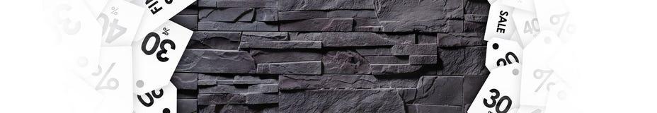 Uitverkoop op textuur van grijze steenmuur stock afbeelding