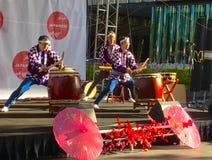 Uitvoerders bij Japans de lentefestival royalty-vrije stock fotografie
