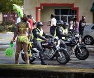 Uitvoerders in Carnaval, Jamaïca stock afbeelding