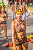 Uitvoerders met kleurrijke en gedetailleerde kostuums stock foto