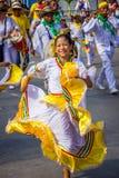 Uitvoerders met kleurrijke en gedetailleerde kostuums stock foto's