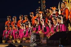 Uitvoerders op stadium voor de verjaardag van de Thaise Koning, a stock afbeelding
