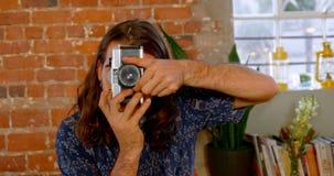 Uitvoerend nemend beeld op uitstekende camera 4k stock video