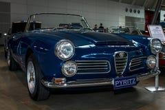Uitvoerende auto Alfa Romeo 2600 Spinlichaam door Carrozzeria Touring, 1963 Royalty-vrije Stock Afbeeldingen