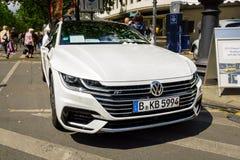 Uitvoerende auto Volkswagen Arteon, 2017 Stock Foto