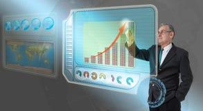 Uitvoerende bedrijfsmens wat betreft toekomstig dashboard Royalty-vrije Stock Afbeeldingen