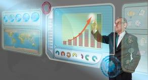 Uitvoerende bedrijfsmens wat betreft toekomstig dashboard Stock Foto