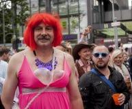Uitvoerig geklede deelnemer, tijdens Christopher Street Day P Stock Foto's