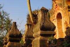 Uitvoerig gesneden deuropening van oude Boeddhistische stupa Royalty-vrije Stock Foto