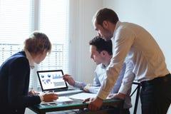Uitwisseling van ideeën, commercieel team Stock Afbeelding