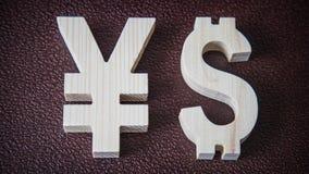 Uitwisselingsclassificatie Yen, Dollar op leerachtergrond Stock Foto