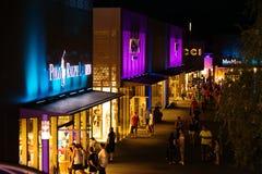 Ujścia miasto Metzingen przy nocą Fotografia Stock