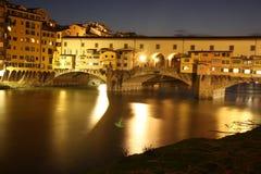 ujawnienia długi nightview ponte vecchio zdjęcie royalty free