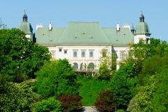 Ujazdow城堡,看见从皇家运河,华沙,波兰 免版税库存图片
