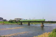 Uji河、桥梁、火车和都市风景 图库摄影
