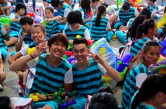 Ujieres del voluntario del estudiante en el desfile Singapur del día nacional Fotografía de archivo