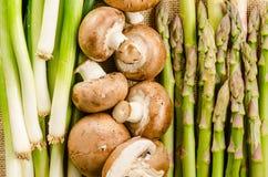Różnorodność warzywa pieczarki, brokuły i asparaus (,) Fotografia Stock