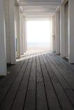 Układu szablonu tło z przestrzeni światłem w końcówce plażowy struktury przejścia tunel Zdjęcie Royalty Free
